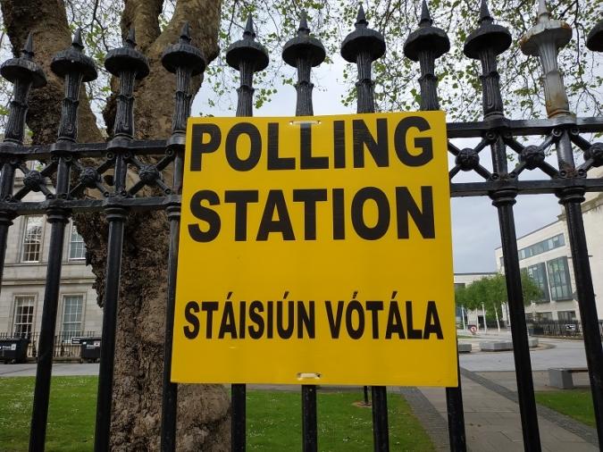 Irlanda celebra la votació més incerta dels darrers temps