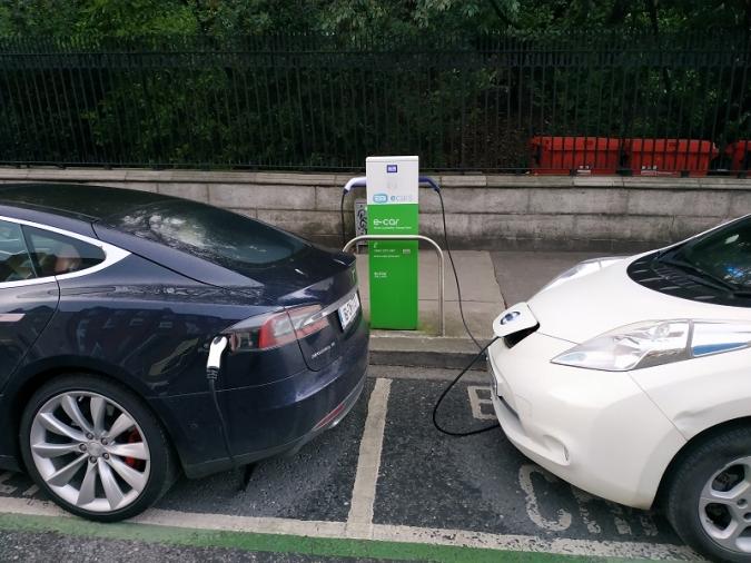 Pobre exemple del govern amb l'ús del cotxe elèctric