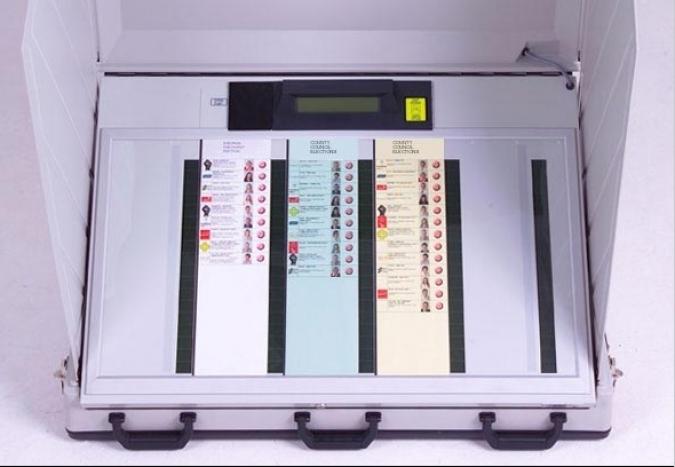 Les polèmiques e-voting machines tornen a l'agenda