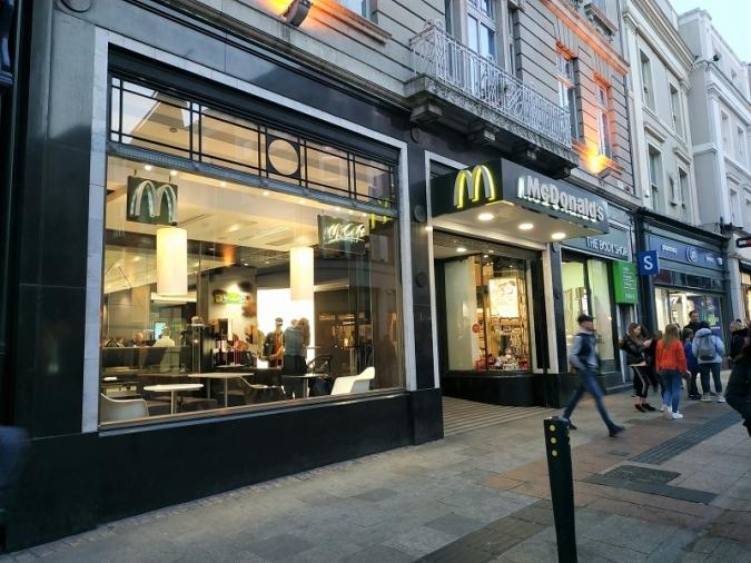 La nova normalitat duu el servei de taula al McDonald's