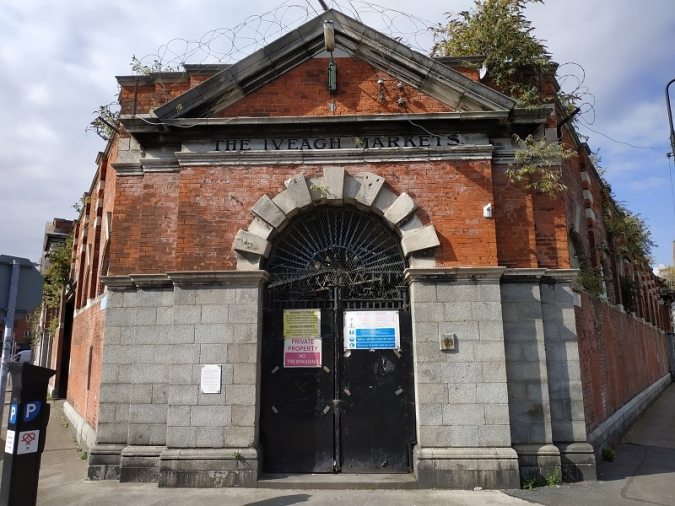 La família Guinness pren possessió de l'Iveagh Market
