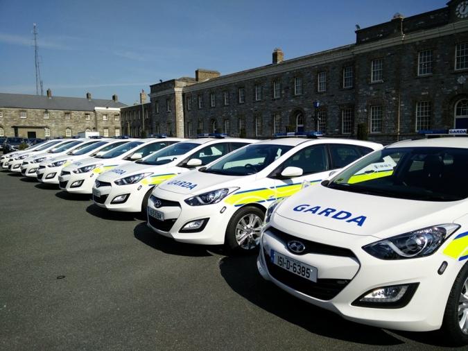 Mig any sense cotxe patrulla a la Garda de Ballybofey