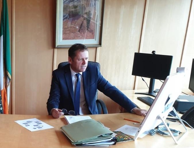 Barry Cowen, destituït després de divuit dies de ministre