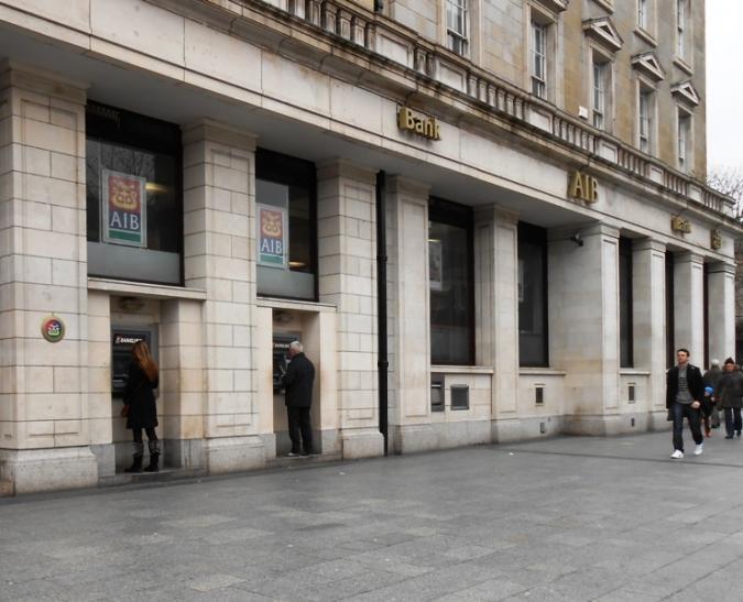 1.075 caixers automàtics d'AIB i Bank of Ireland en venda